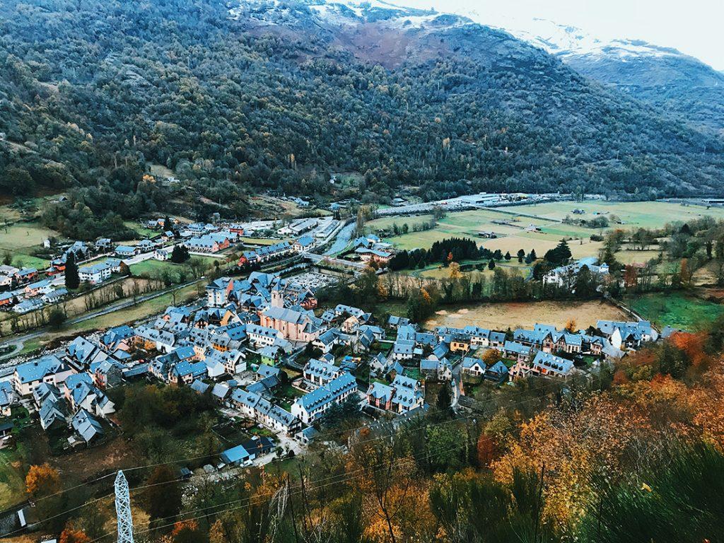 Vistas desde el Mirador a Les, Lleida.