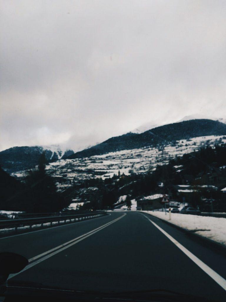 Camino a Les, a la altura de Vielha, la N230 estaba nevada.