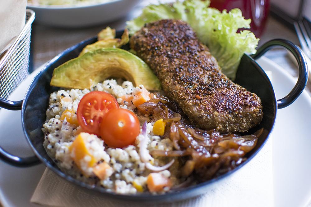 Bowl vegano de Quinoa en Veggiezz, Viena.