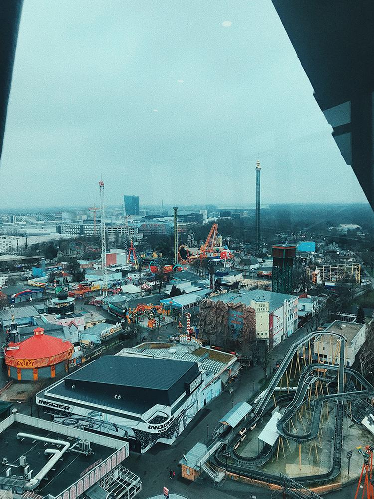 Vistas desde la Noria hacia el parque de atracciones de Viena.