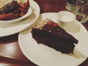 Tarta de chocolate, opciones veganas en Edimburgo. Guía de viajes por Escocia.