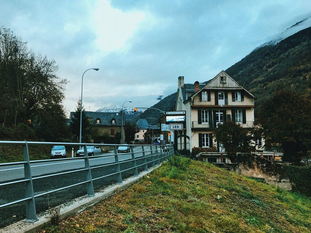 Llegada a Les, un pueblo de la Vall D'Arán.