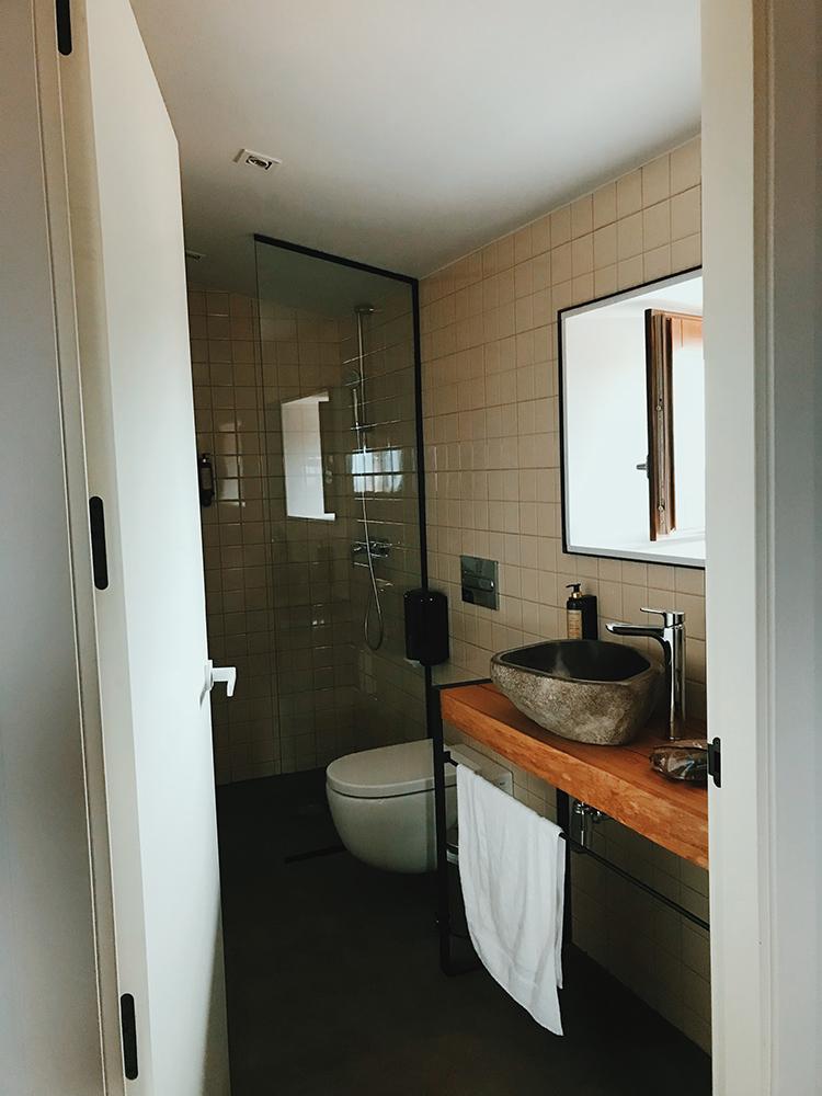 Baño habitación La Bauma, Casa Albets.