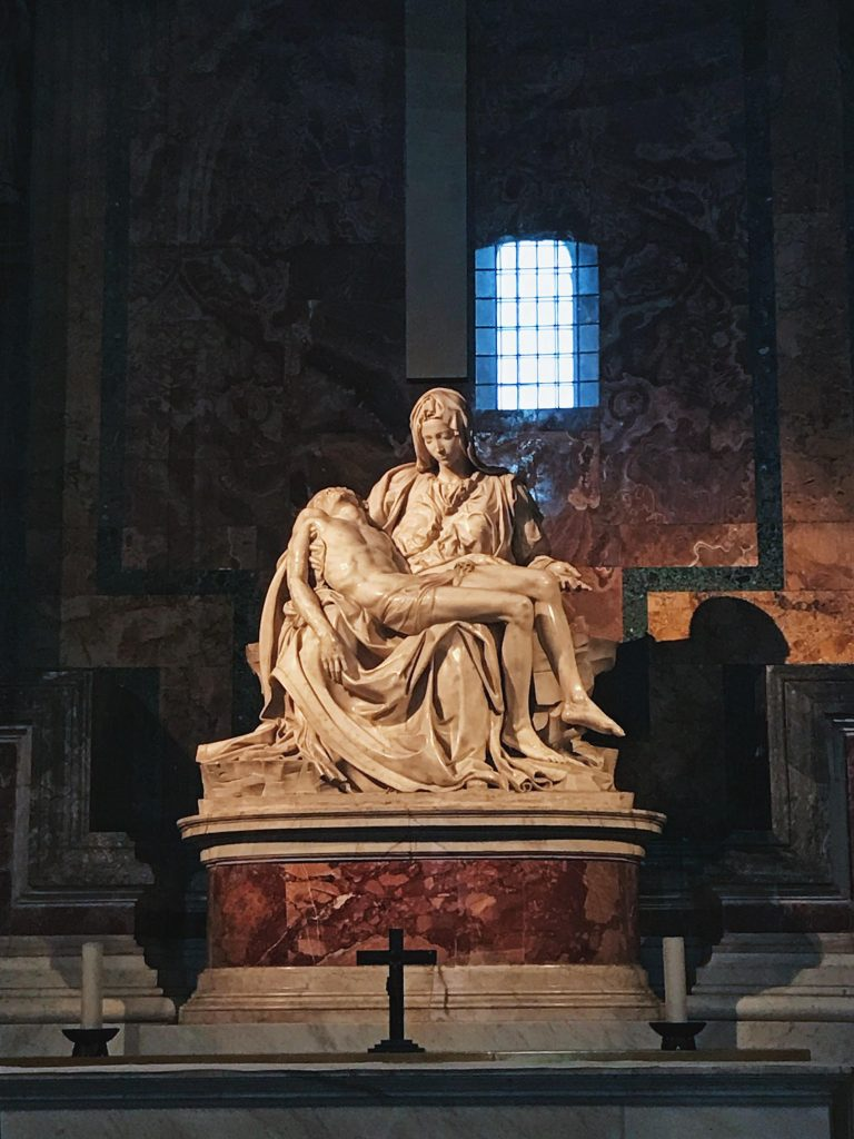 La piedad de Miguel Ángel, en la Basílica de San Pedro.
