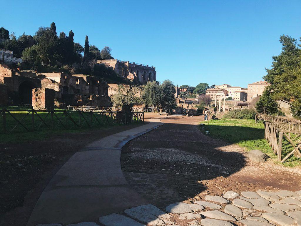 Foros romanos, antigua zona de encuentro en Roma