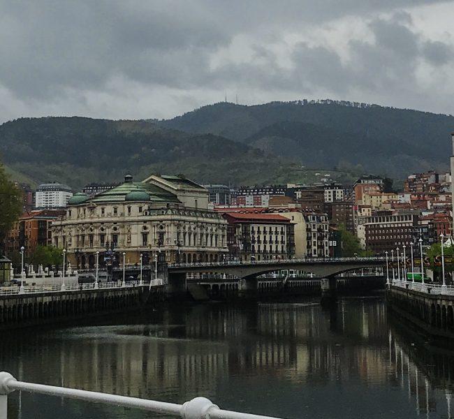 De tapas veganas por Bilbao. Qué ver en la ciudad, turismo España.
