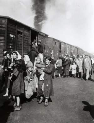 Imagen real de los trenes de deportación.