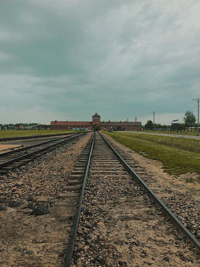 Vías de tren Birkenau. Auschwitz II. Cracovia.