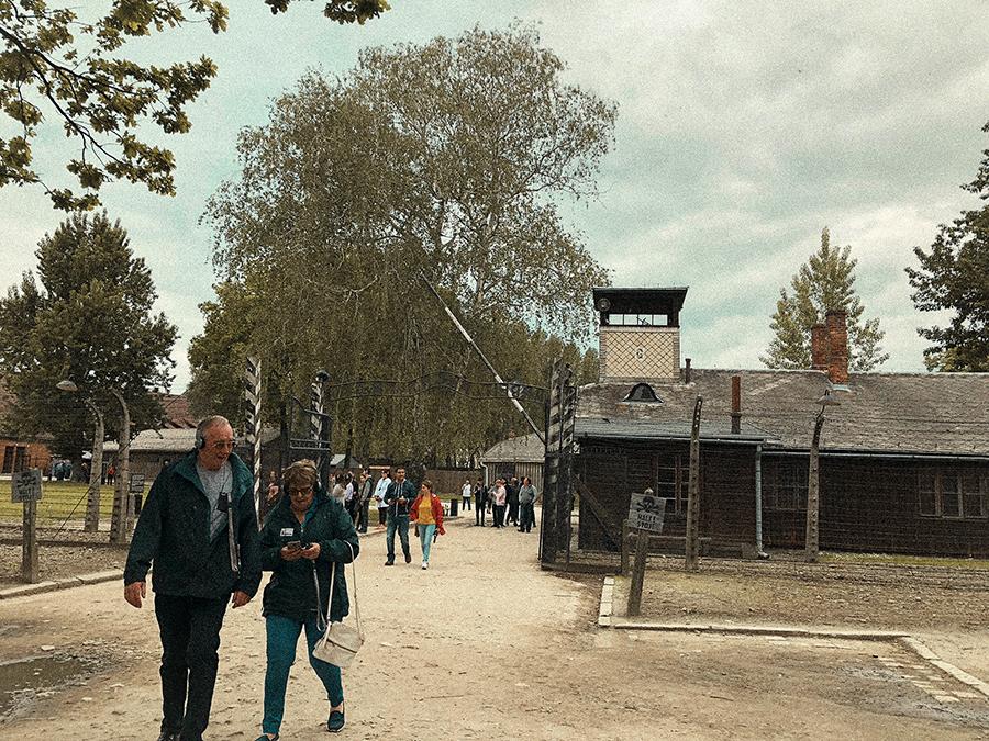 Entrada a Auschwitz: 'Arbeit macht frei'.