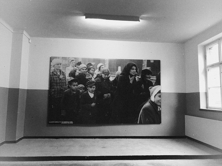 Pasillos barracones Auschwitz.