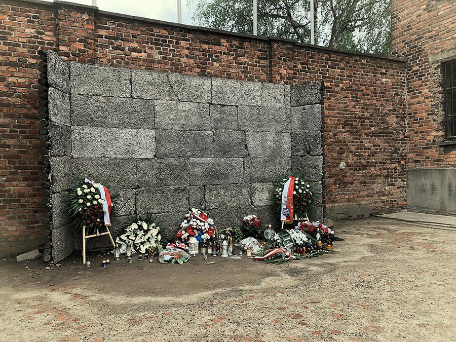 Muro de fusilamiento de Auschwitz.