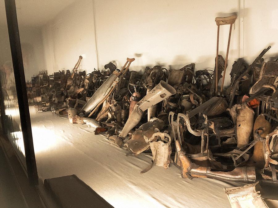 Prótesis en Auschwitz.