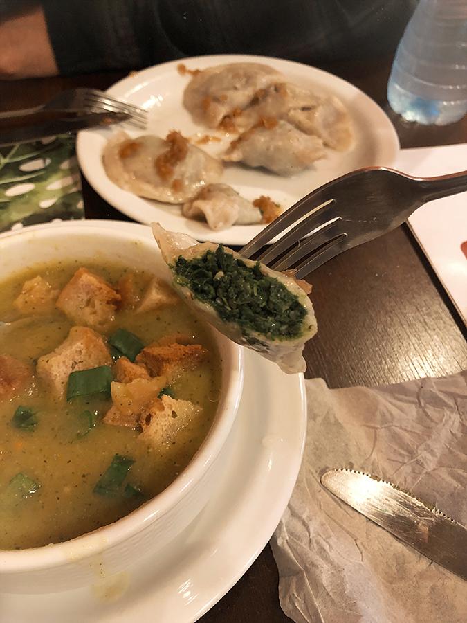 Sopa y pierogis veganos. Cracovia. Blog de viajes.