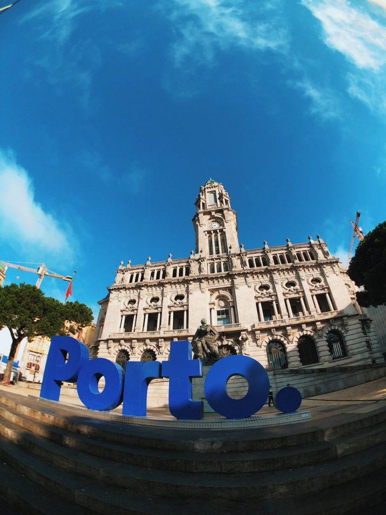 Plaza del ayuntamiento de Oporto.