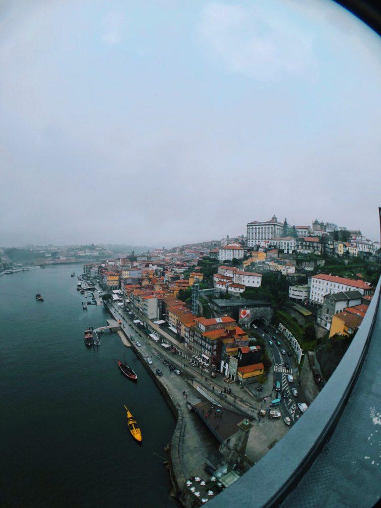 Vistas de Oporto desde el puente Luis I. Viajar por Oporto.