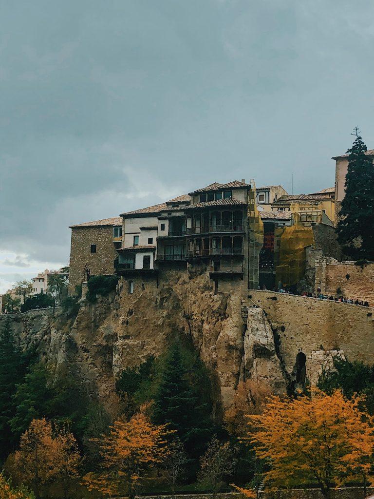 Casas colgadas: qué ver en Cuenca. Viajes con perros.