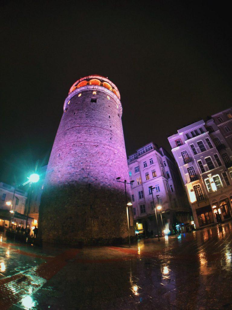 Torre Gálata de Noche, Estambul, guía de viajes.