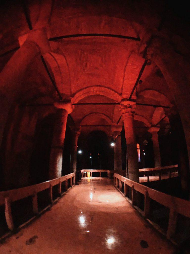 Basilica Cisterna, qué ver en Estambul. Guía de viajes, blog.