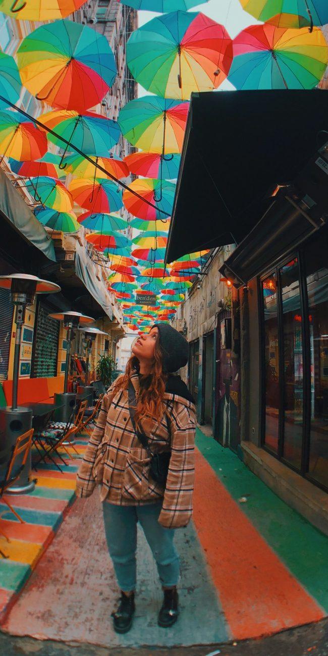 Ortaköy. Calle paraguas de colores en Estambul. Qué ver.