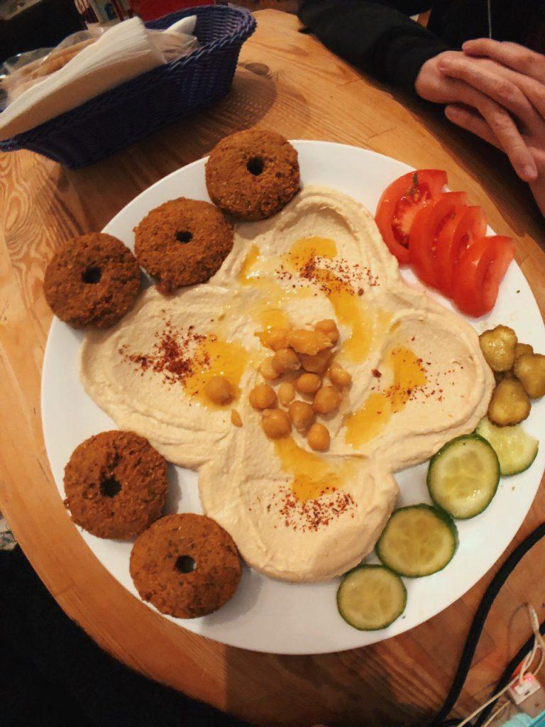 Falafel Koy, opciones veganas en Estambul. Guía de viajes.