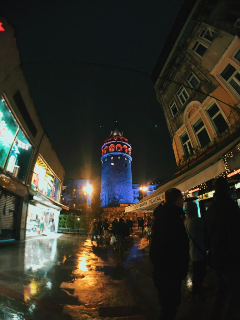 Torre galata de Noche. Estambul, qué hacer. Guía de viajes.