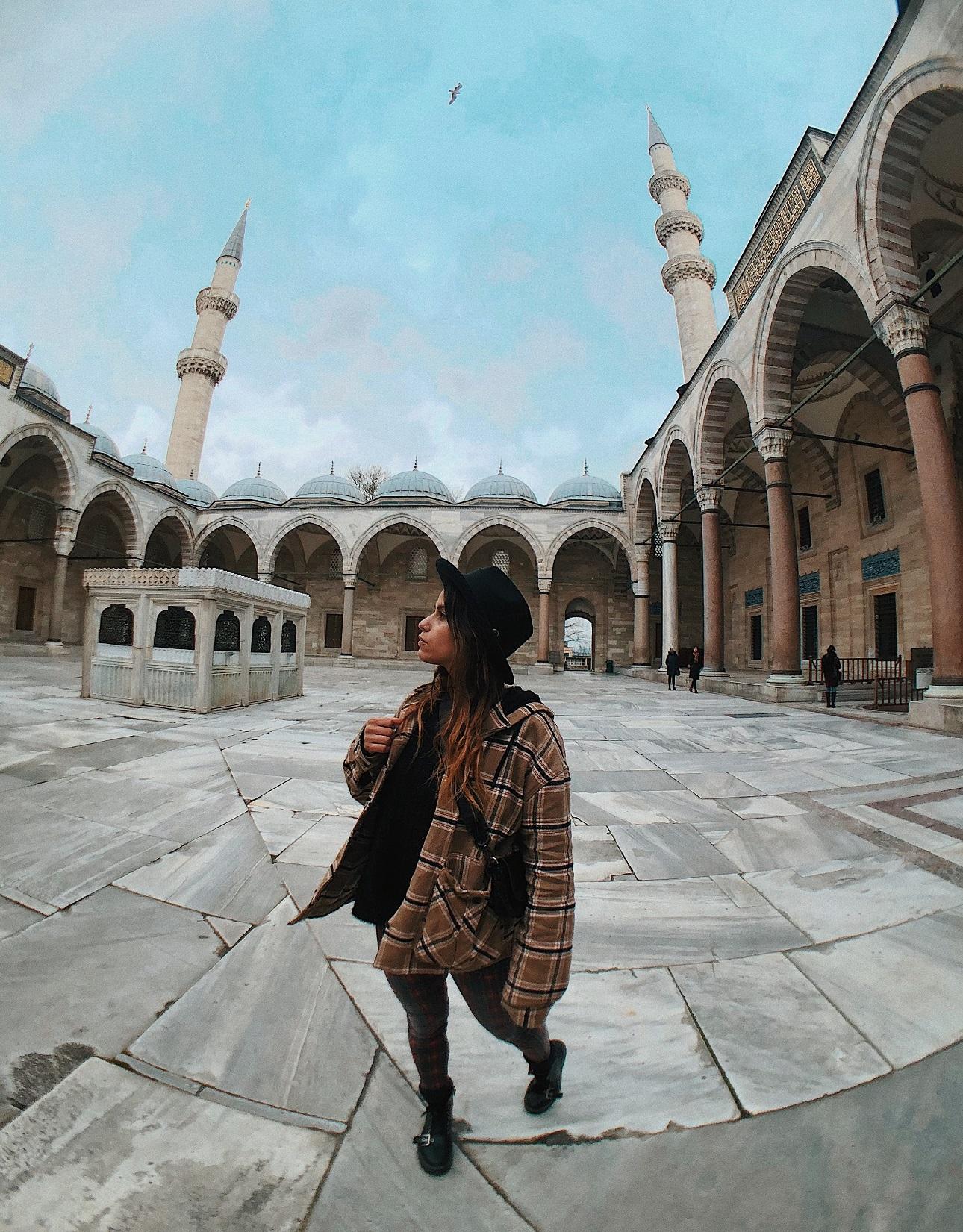 Patio interior Mezquita Suleimán. Qué ver en Estambul.
