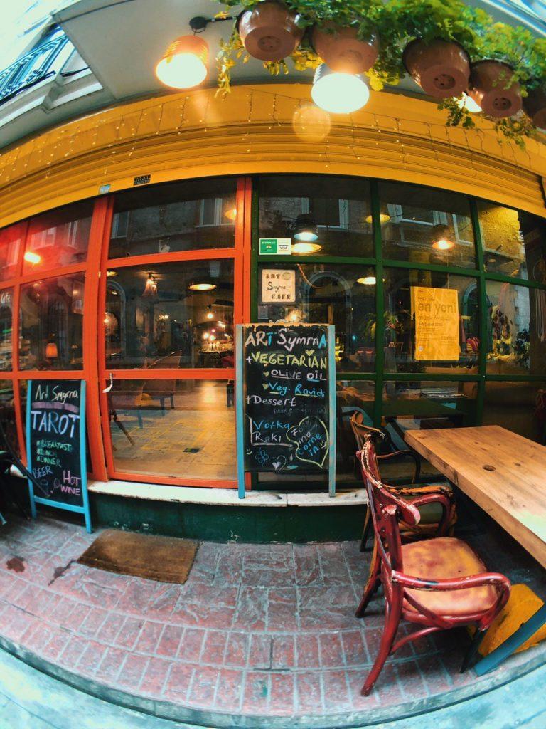 Restaurante con opciones veganas y vegetarianas en Estambul, Ortaköy. Guía de viajes.