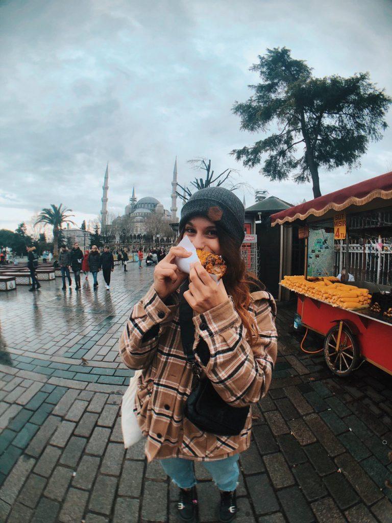Comida callejera en Estambul. Mazorcas. Veganismo, guía deviajes.