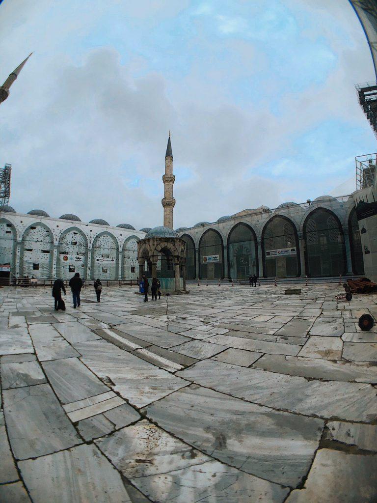 Mezquita azul, zona patio interior. Guia de viajes Estambul.