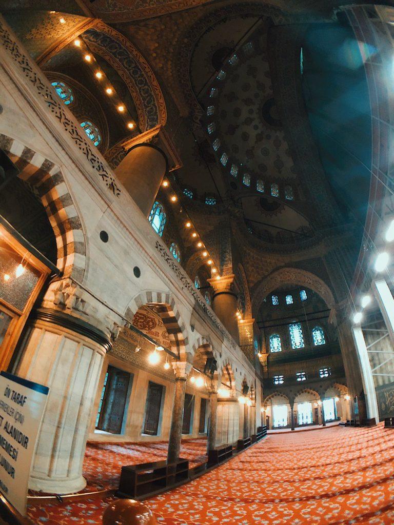 Mezquita azul, interior en obras. Blog de viajes, consejos.