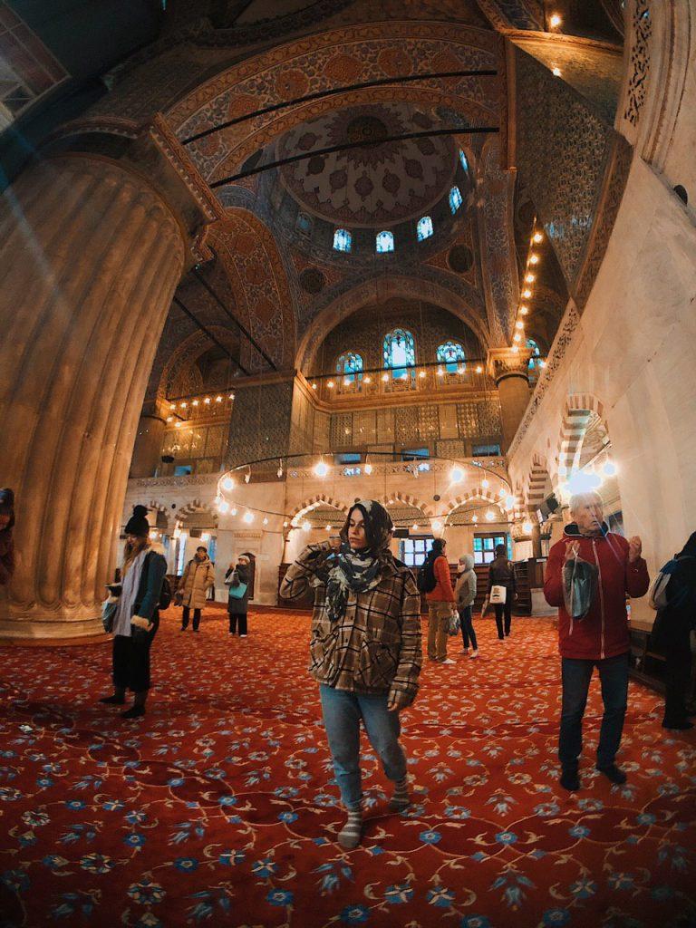 Interior mezquita azul, Estambul. Blog de viajes, consejos y guias.