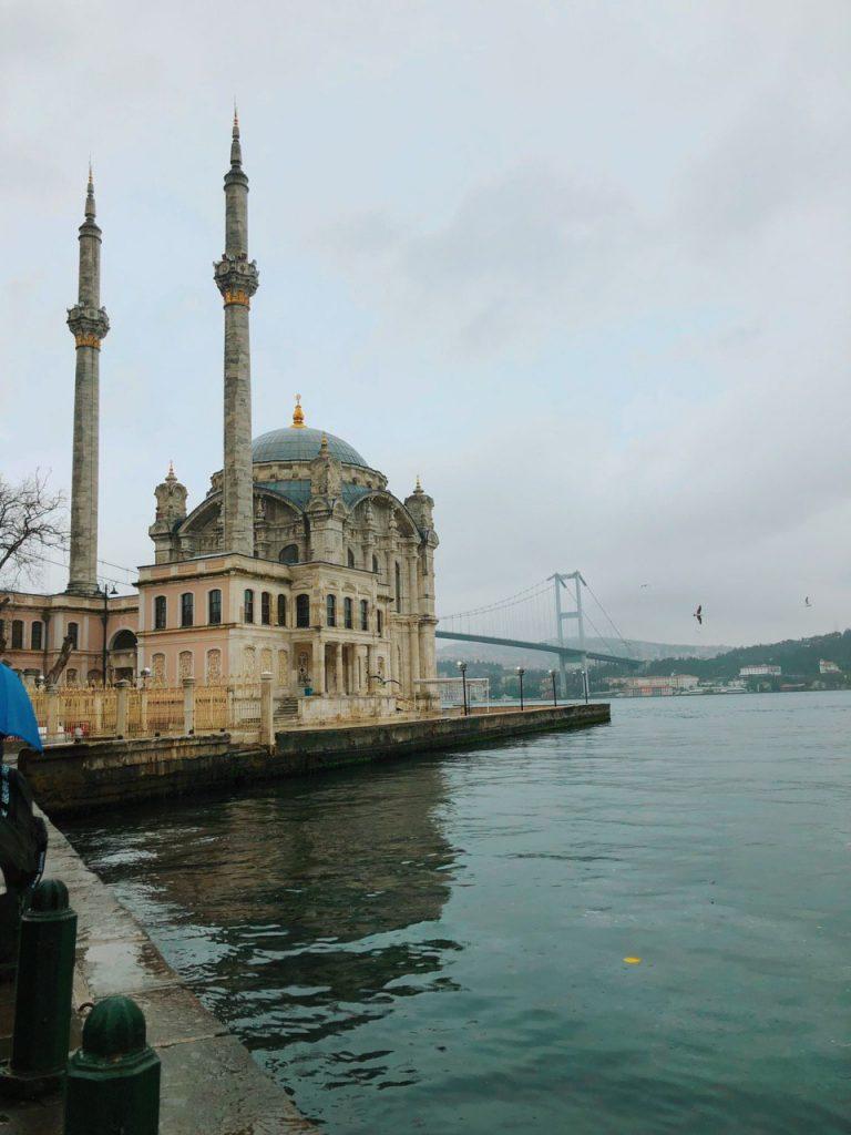 Mezquita de Ortaköy. qué ver en Estambul. Guía de viaje