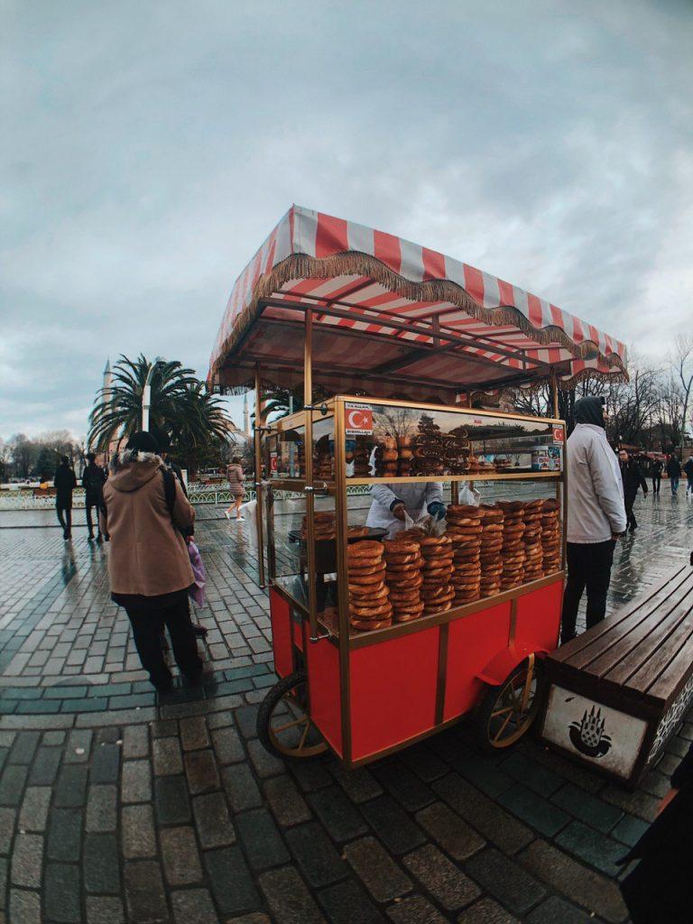 Comida callejera en Estambul, Turquía. Viajes.