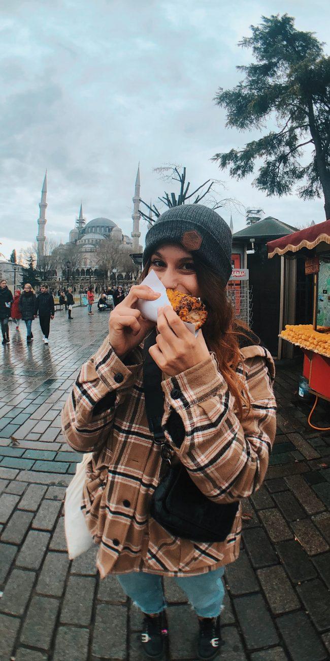 Plaza sultanahmet, Estambul. Puestos de comida callejera.