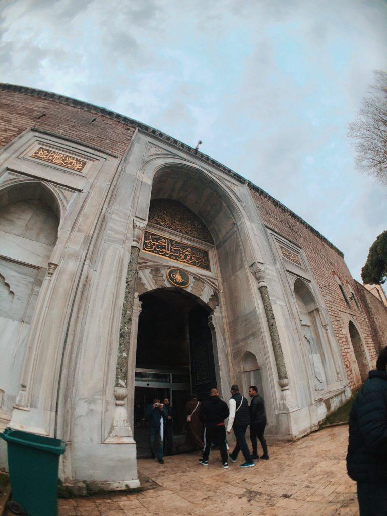 Entrada a los jardines del Topkapi Palace. Estambul, guía, qué hacer.