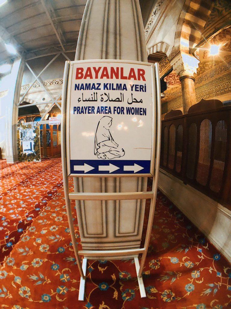 Zona de rezo para mujeres, mezquita azul, turismo en estambul.